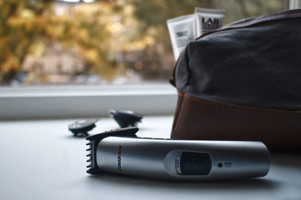 7 GROOMING TIPS FOR TRAVEL